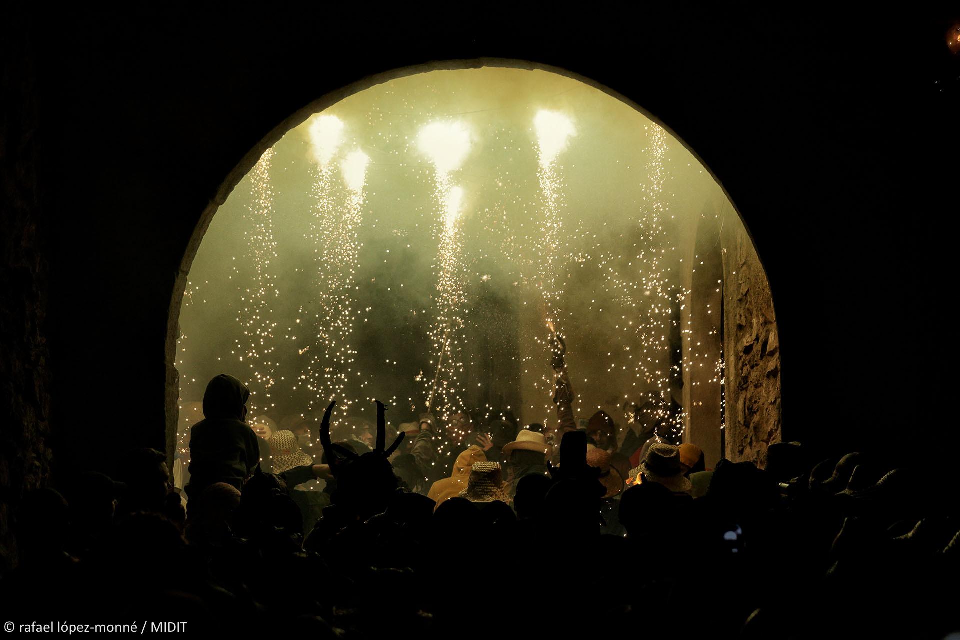 Correfoc amb els Diables de Sant Andreu. Festes de Sant Jaume a Tivissa. Tivissa, Ribera d'Ebre, Tarragona.