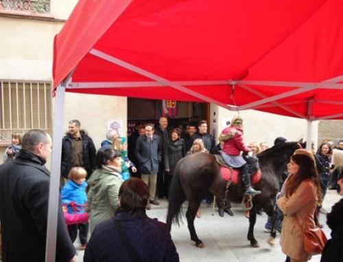 El nucli antic de Tivissa s'omple de visitants amb  motiu de la V Fira de Nadal