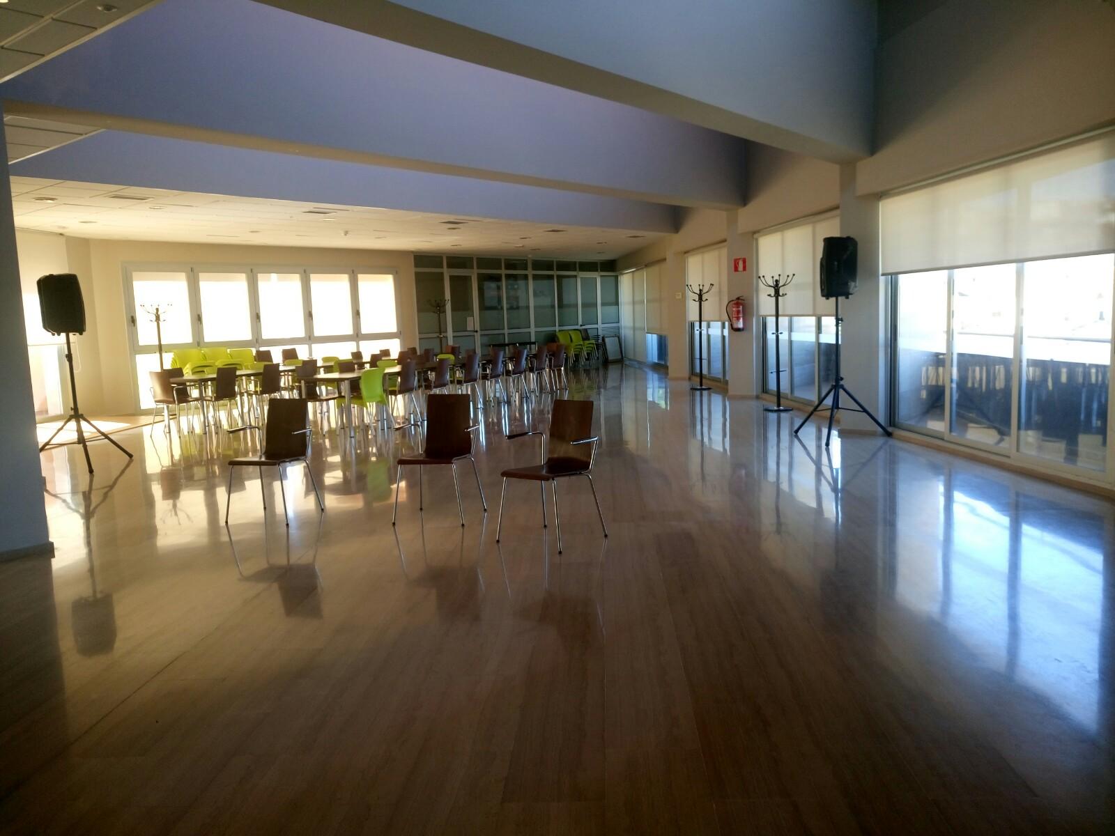 """S'acorda donar el nom de """"SALA 1 D'OCTUBRE"""" a la Sala d'Actes del Centre Municipal de Serveis de Tivissa."""